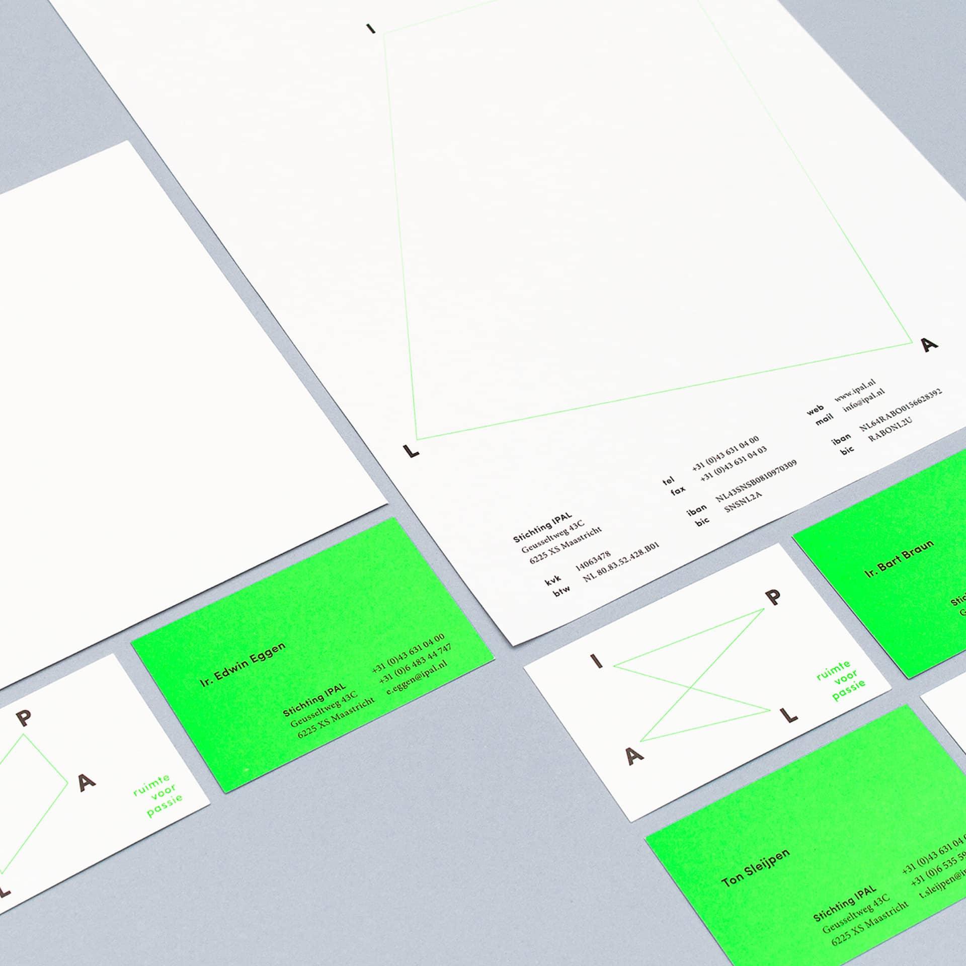 Neon fluor huisstijl, logo, offset drukwerk, visitekaartje, briefpapier, enveloppen ten behoeve van Stichting IPAL ontworpen door Saus